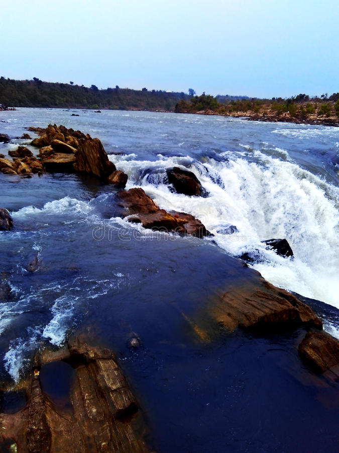 Narmada flodvattenfall, jabalpur Indien royaltyfri fotografi