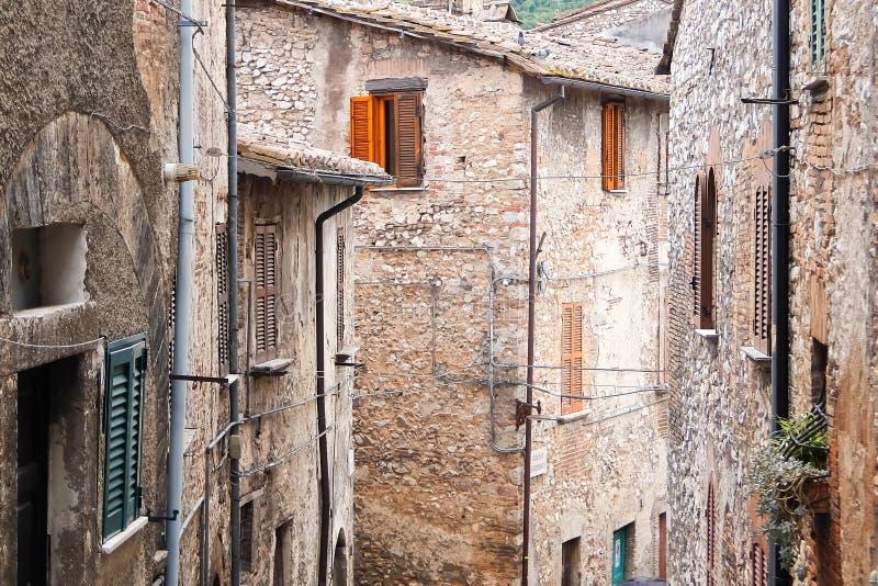 Narni, Ιταλία Όμορφη παλαιά οδός στο ιστορικό κέντρο του αρχαίου hilltown Narni στοκ εικόνες