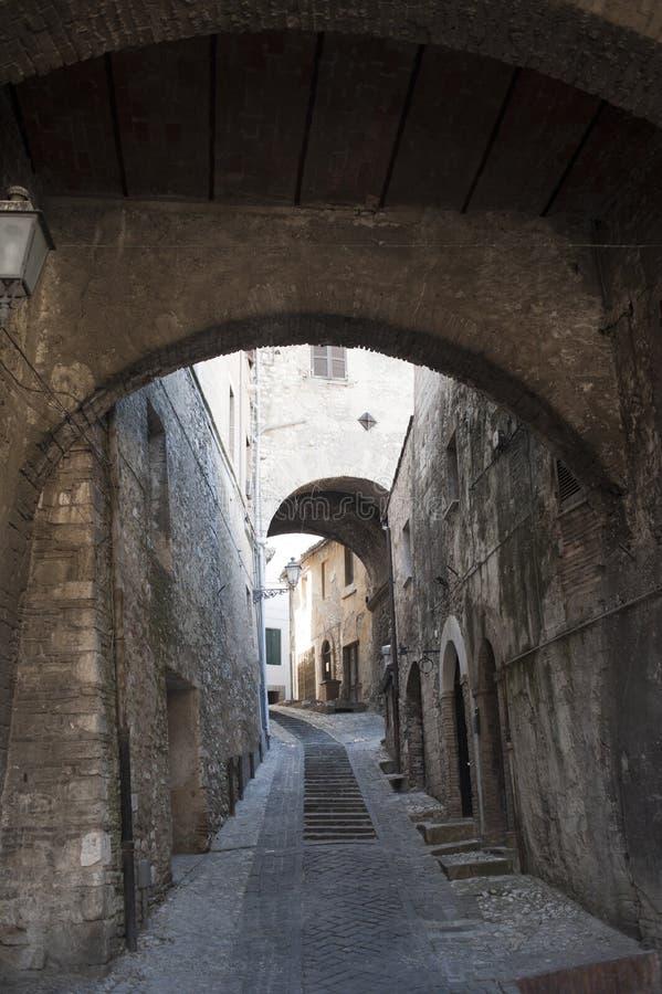 Narni (Umbría, Italia) - calle vieja imagen de archivo libre de regalías