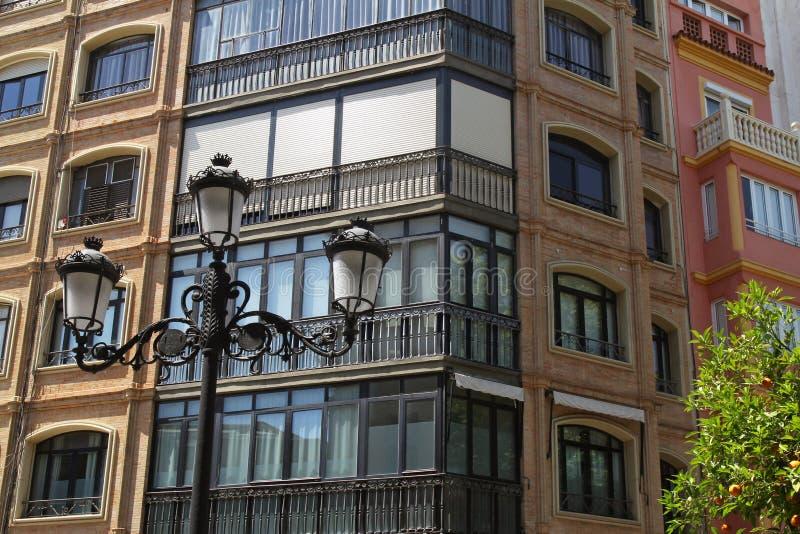 Narożnikowa część piękny Hiszpański grodzki dom zdjęcia royalty free