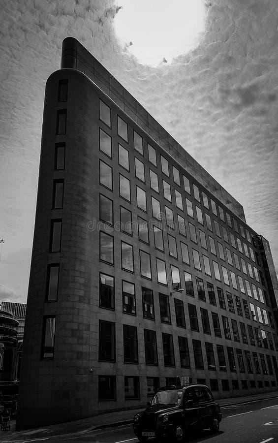 Narożnikowy budynek w Londyn obrazy royalty free