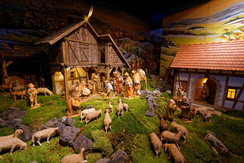 Narodzenie Jezusa sceny kreatywnie prezentacja przy stajni położeniem obraz stock