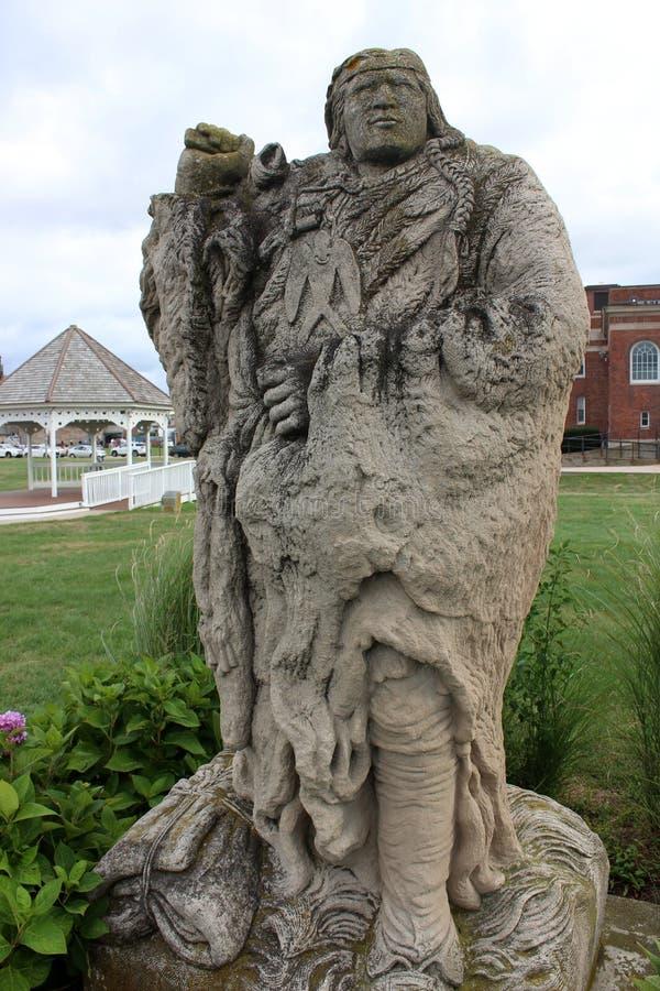 Narragansett Canonchet头目,罗德岛石灰石雕塑,2018年 库存照片