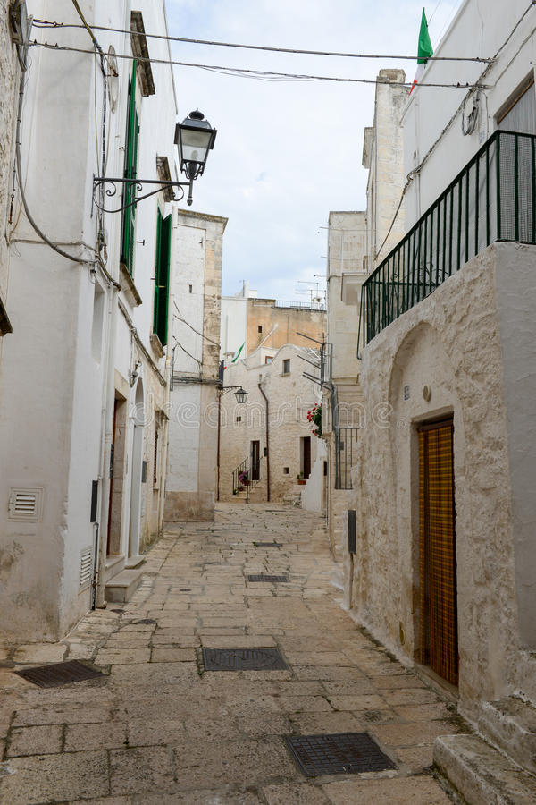 Narrow alley of Cisternino in Puglia stock photography