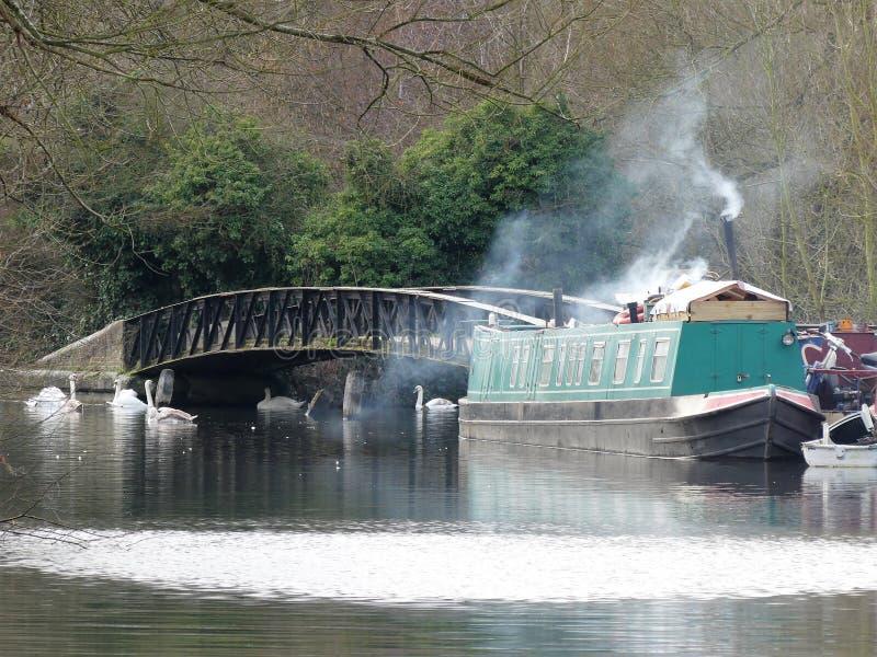 Narrowboat på den storslagna unionkanalen på Rickmansworth arkivfoto