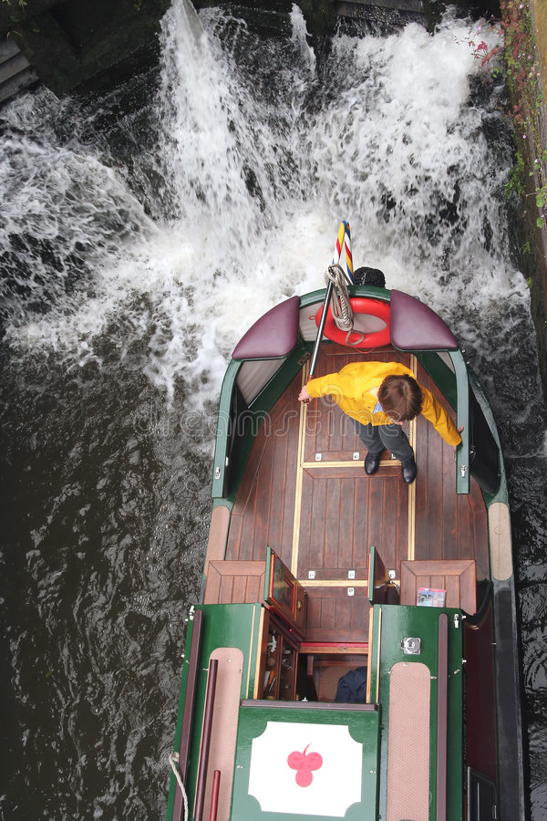 Narrowboat in slot royalty-vrije stock afbeeldingen