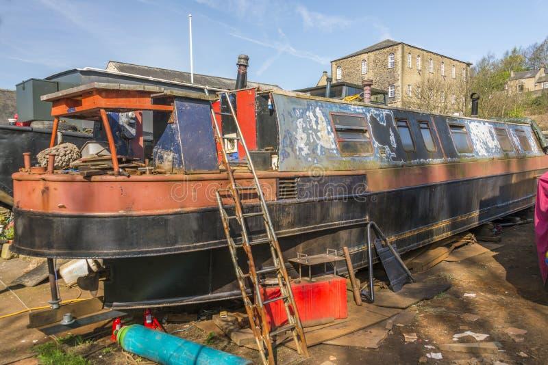 Narrowboat under renevation royaltyfria bilder