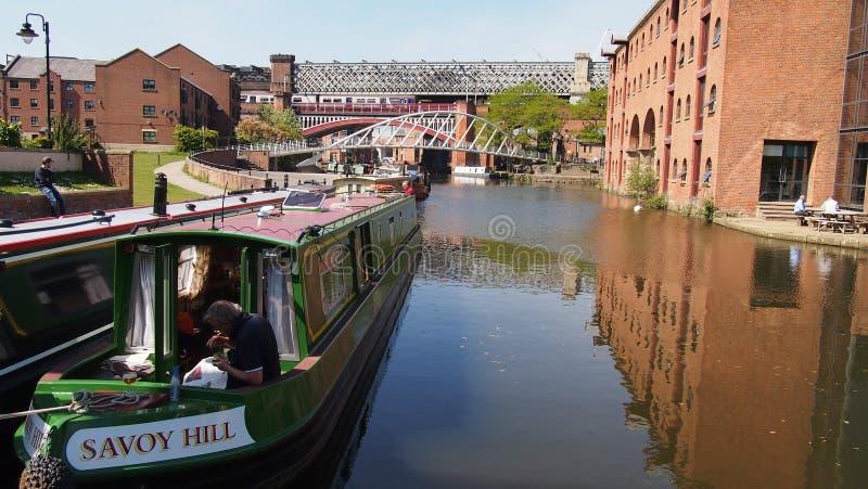 Narrowboats op het Bridgewater-Kanaal in het centrum van Manchester, Noordelijk Engeland royalty-vrije stock foto's