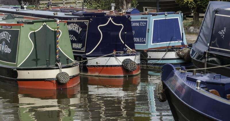 Narrowboats op het Kanaal dat van Trent & van Mersey wordt vastgelegd stock foto's