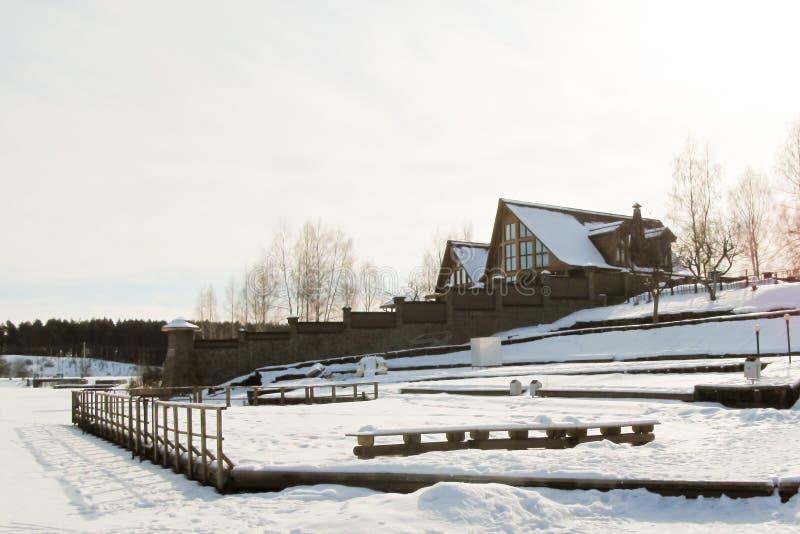 Narty stacja zakrywająca w śniegu podczas zimy zdjęcie royalty free