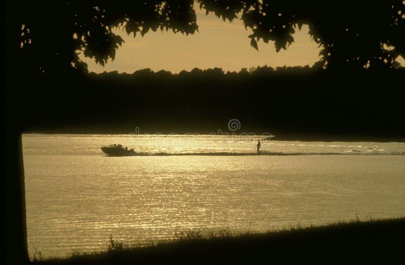 Download Narty wody obraz stock. Obraz złożonej z mokry, łódź, prędkość - 45249