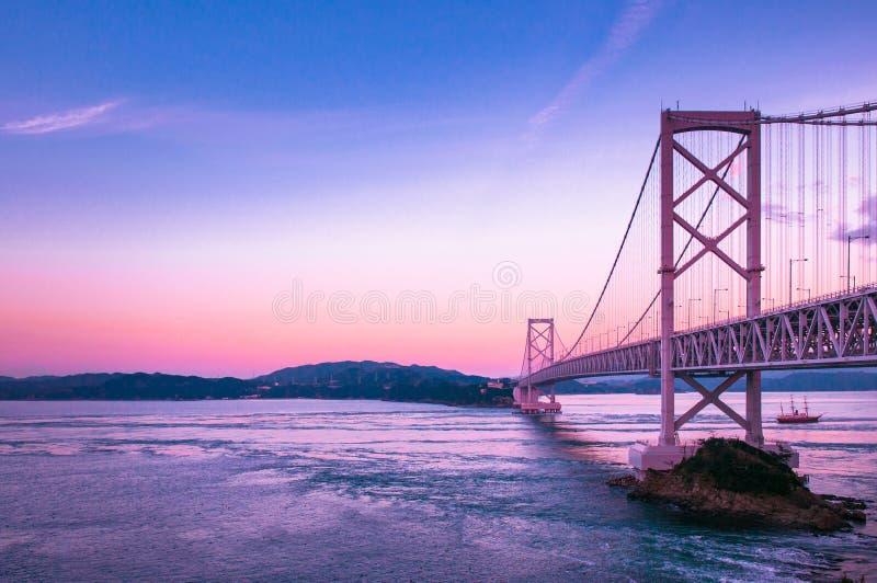 Narutobrug bij zonsondergang, Awaji, Hyogo, Japan stock afbeelding