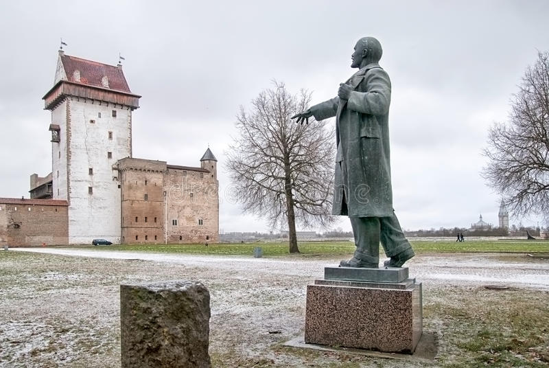 Narva estonia Lenin staty arkivbild