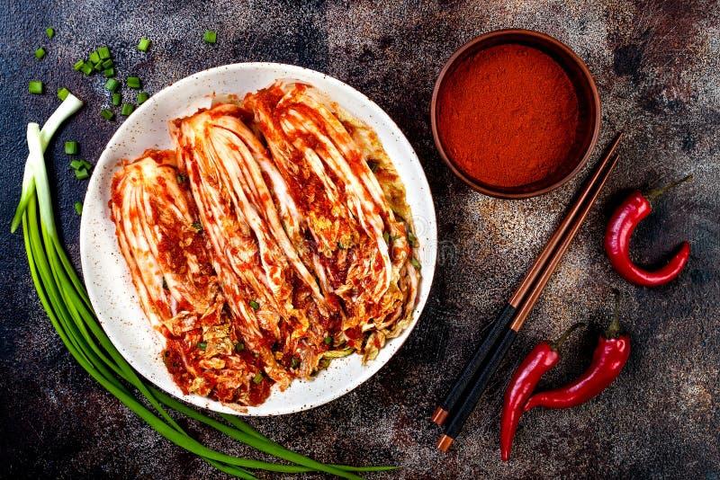 Narządzanie kapusty kimchi Koreańska tradycyjna kuchnia Fermentujący jedzenie fotografia stock