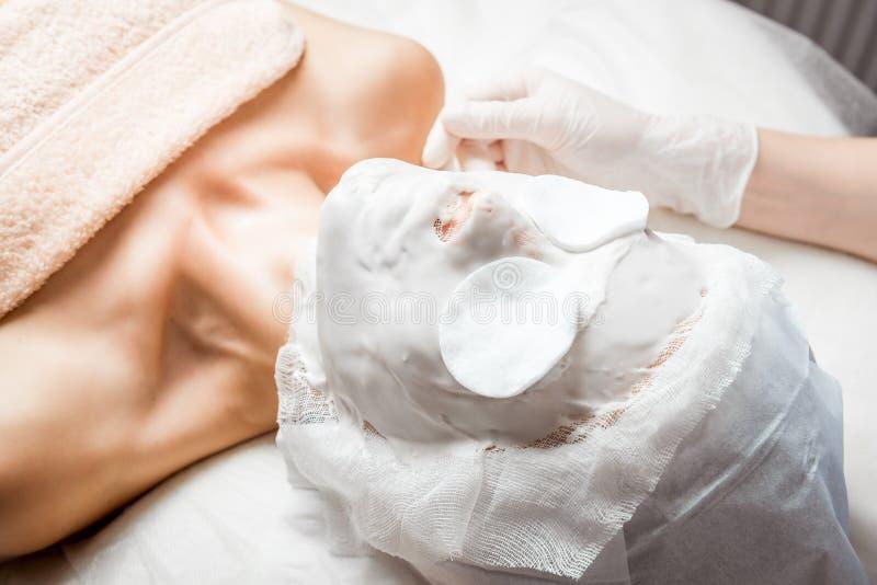 Narzędzia kosmetologia ciało opieki zdrowia spa nożna kobieta wody w spa Ultradźwięk kawitaci ciało Obrysowywa traktowanie Kobiet fotografia stock