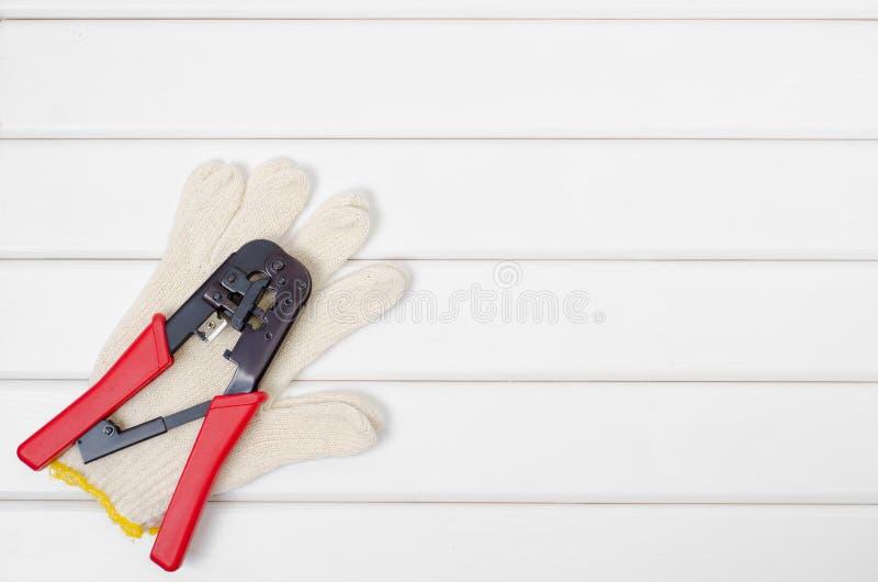 Narzędzia na białym drewnianym tle fotografia royalty free