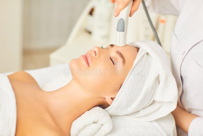 Narz?dzia kosmetologia Kosmetologii twarzy procedura obraz royalty free