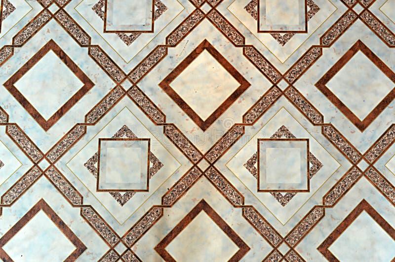 Narzut, lenolium, z geometrycznym, ciemny, brown, sepiowy, ocher, rysunek, na lekkim tle, podłoga, pokój, dom, budynek, projekt obraz royalty free