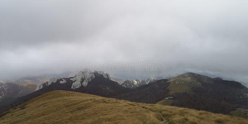 Nas Montanhas Croatas/Cordilheiras imagens de stock