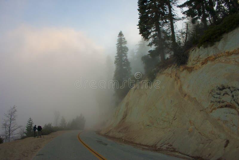 Nas nuvens sobre a montanha Sierra Nevada é um MOU imagens de stock royalty free