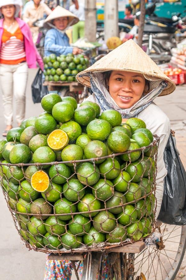 Nas ruas de Saigon imagem de stock royalty free