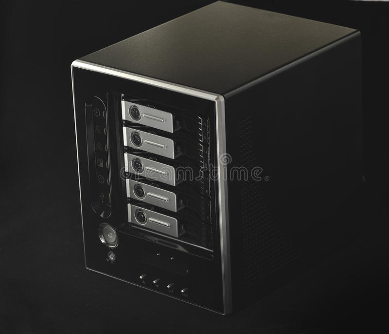 NAS-Speicher für fünf Festplattenlaufwerke lizenzfreie stockfotos