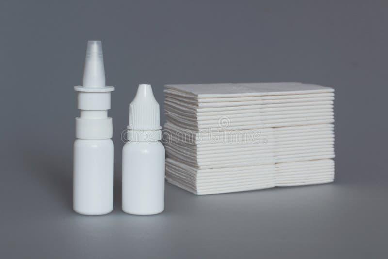 nasale Drogen, Spray und Taschentücher stockfotos