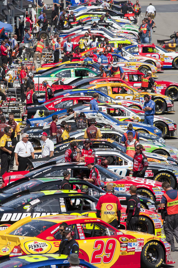 NASCAR: 20 het Ras van de Nacht van de Hulpmiddelen Irwin van augustus royalty-vrije stock afbeeldingen