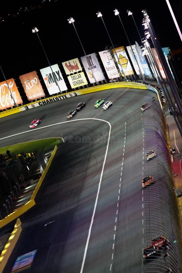 NASCAR - Automobili alternativamente 3 a Charlotte immagini stock libere da diritti