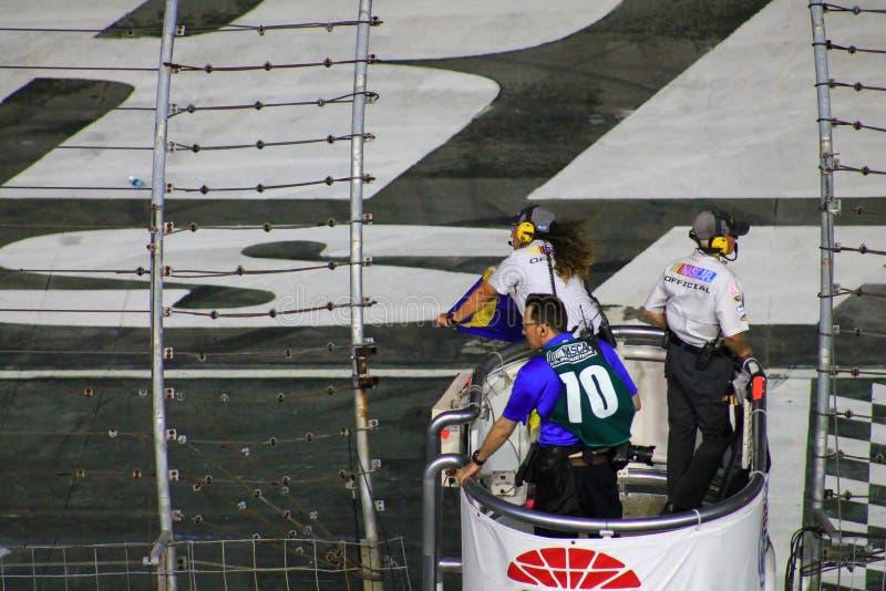 NASCAR-blått-guling flagga ut fotografering för bildbyråer