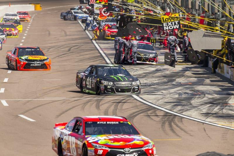 NASCAR: Breng 13 Goede SAM 500 in de war stock foto