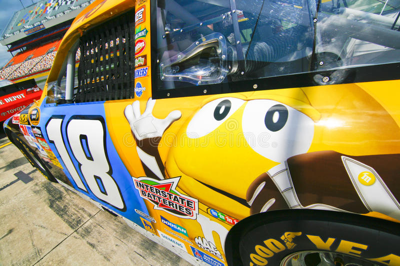 Download NASCAR - Busch's #18 Yellow M&M Editorial Stock Image - Image: 16531064
