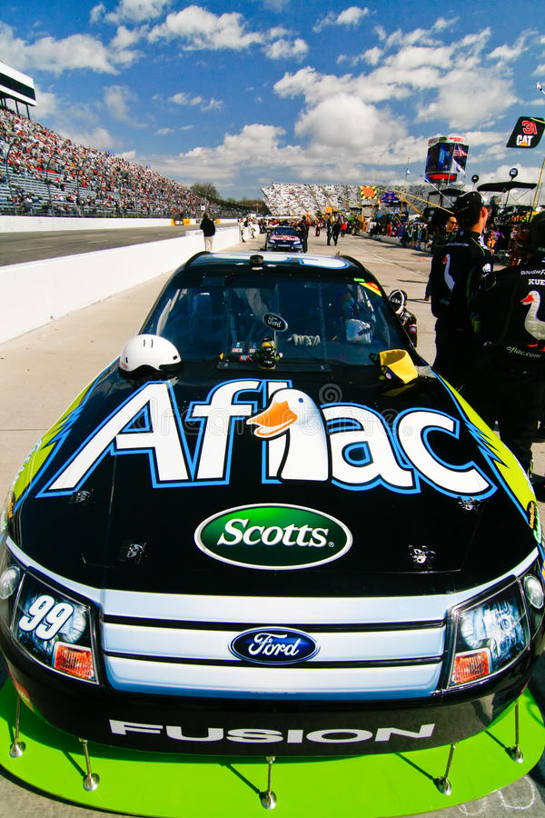 NASCAR - Capa de Edwards #99 Aflac Ford imagens de stock royalty free