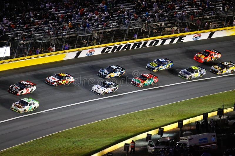 NASCAR - Carros por sua vez 1 em Charlotte fotos de stock royalty free