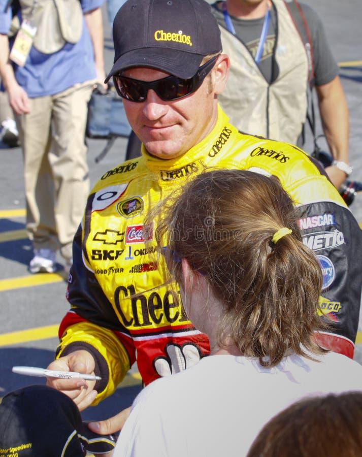 NASCAR - Clint Bowyer kennzeichnet Autographe stockfotos