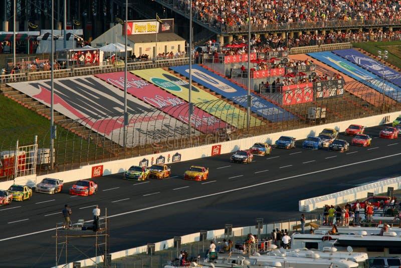 NASCAR - Correndo a Lowes fotografie stock