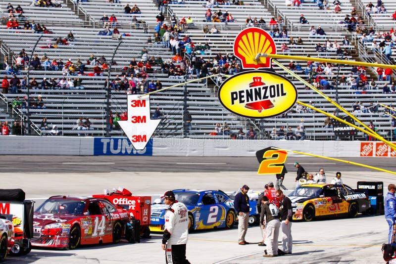 NASCAR - Corsa di girata 1 della strada del pozzo di Martinsville pre fotografie stock