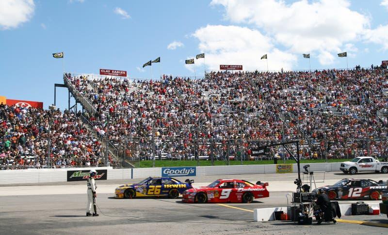 NASCAR - Corsa fuori dalla strada del pozzo a Martinsville fotografia stock libera da diritti