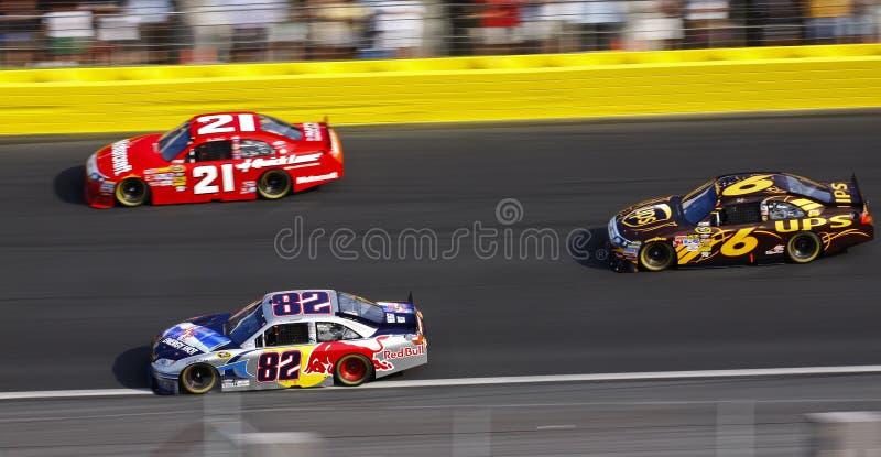 NASCAR - De lado a lado competindo em Charlotte! fotografia de stock royalty free