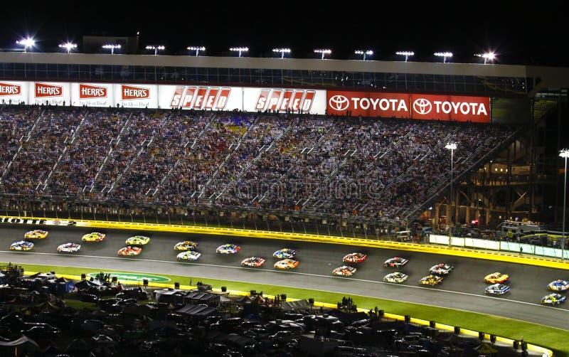 NASCAR - De lado a lado competindo por sua vez 2 foto de stock
