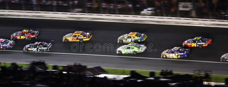 NASCAR - dirigido para o backstretch em Lowes fotos de stock