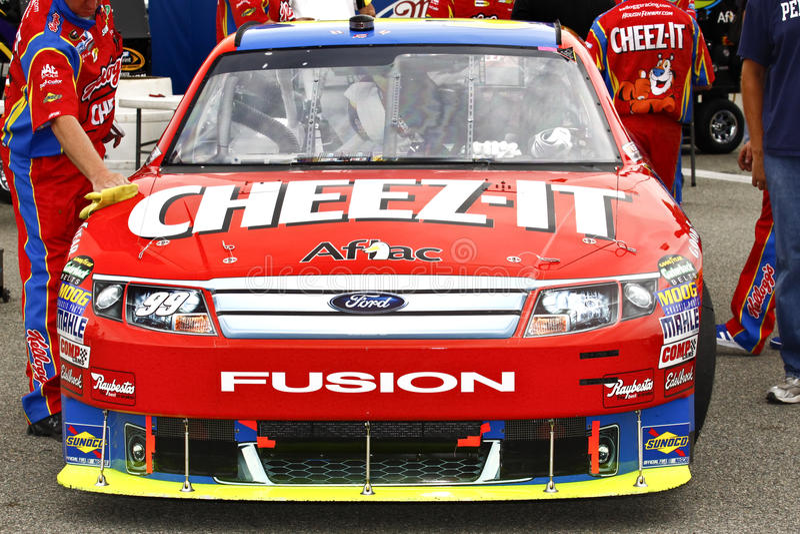 NASCAR - Edwards Cheez-Es Ford-Schmelzverfahren lizenzfreies stockfoto