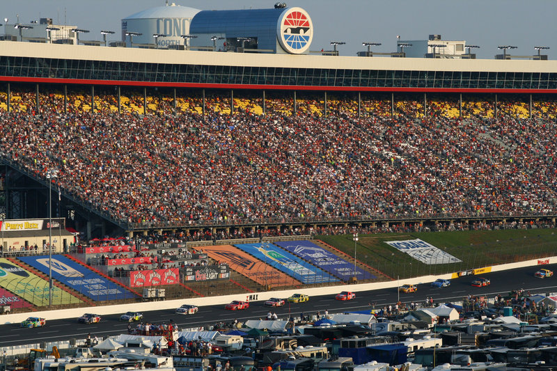 NASCAR - Fans Watch at Lowes royalty free stock photography