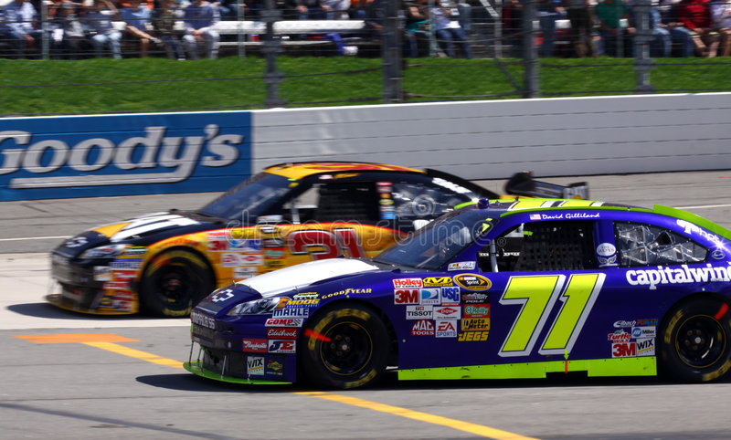 NASCAR - Gilliland se dégage la route de mine photo stock