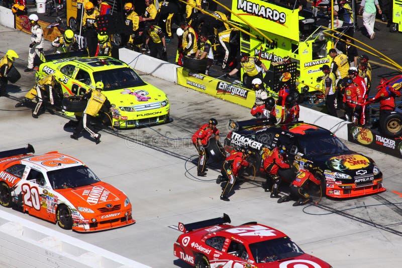 NASCAR - La strada del pozzo è di grande traffico! fotografia stock libera da diritti