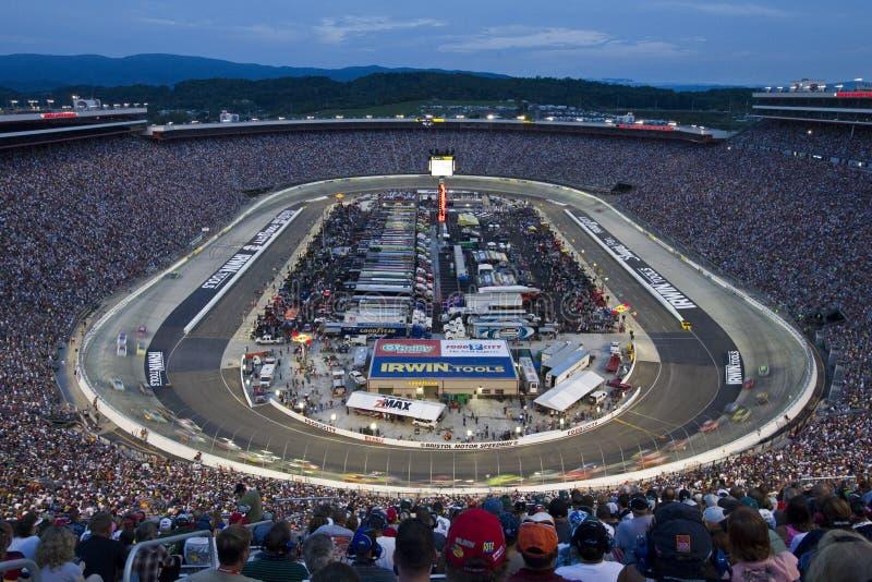 NASCAR : Le 21 août Irwin usine le chemin de nuit photographie stock libre de droits