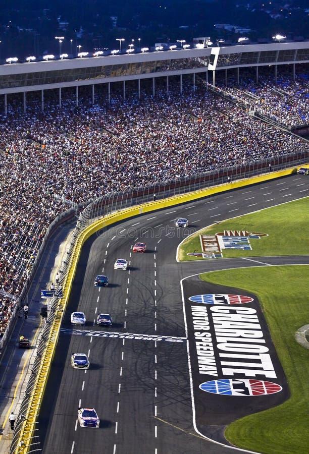 NASCAR - Os ventiladores prestam atenção no estrada de motor de Charlotte imagem de stock royalty free