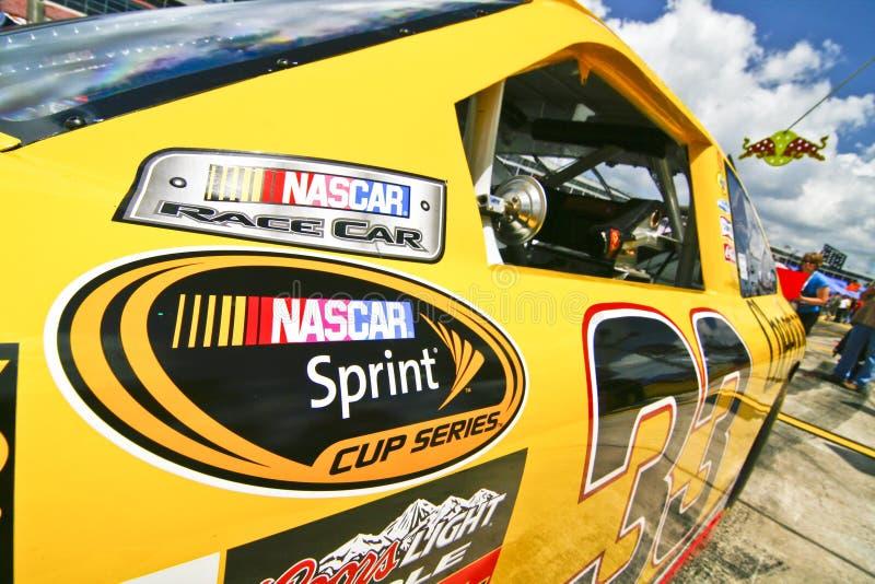 NASCAR - Schließen Sie oben von einem gesprintetecup-Rennwagen stockfotos