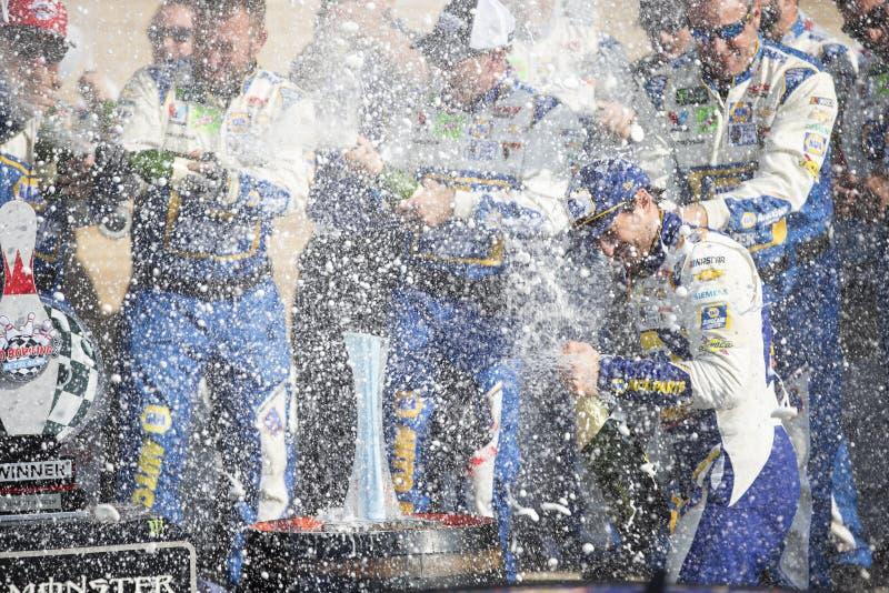 NASCAR: Sierpie? 04 I?? Rzuca? kul? przy roztok? zdjęcie royalty free