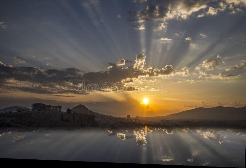 Nascer do sol acima de Atenas, Grécia imagens de stock